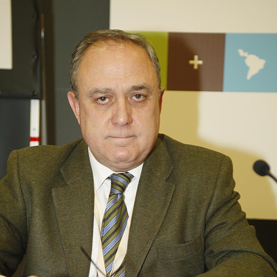 Catedratico de Derecho Administrativo en la Universidad de Zaragoza, Director de la Revista Aragonesa de Administracion Publica