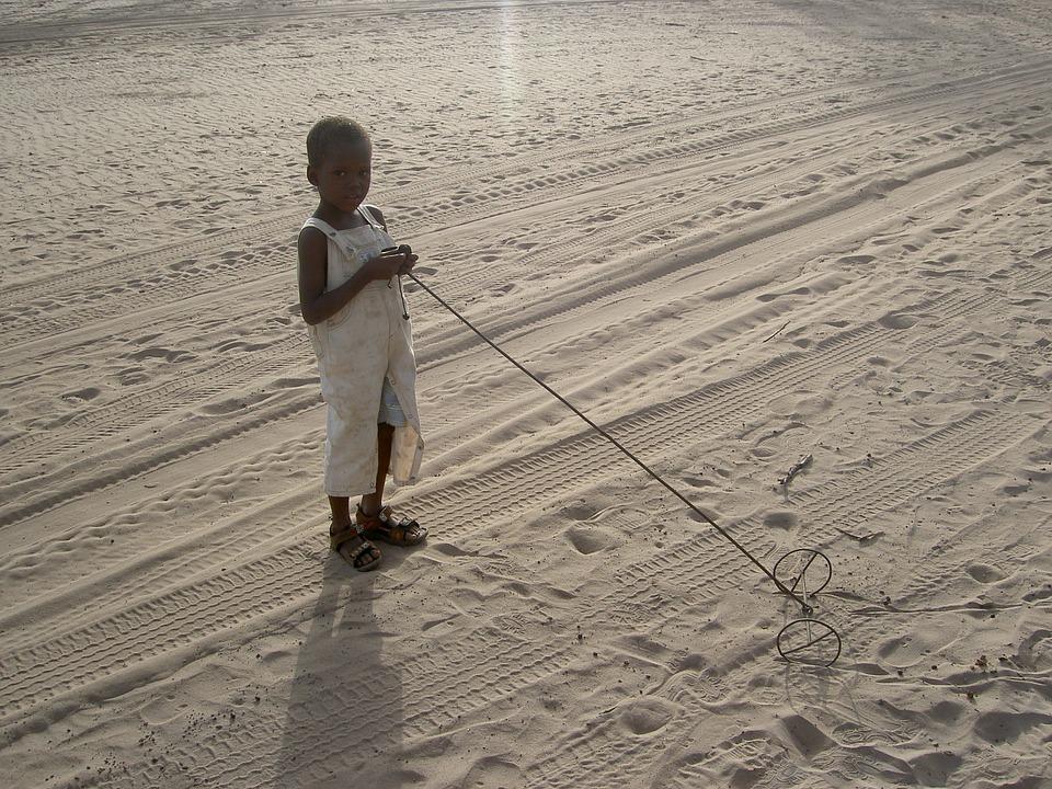 Niña Africana Jugando
