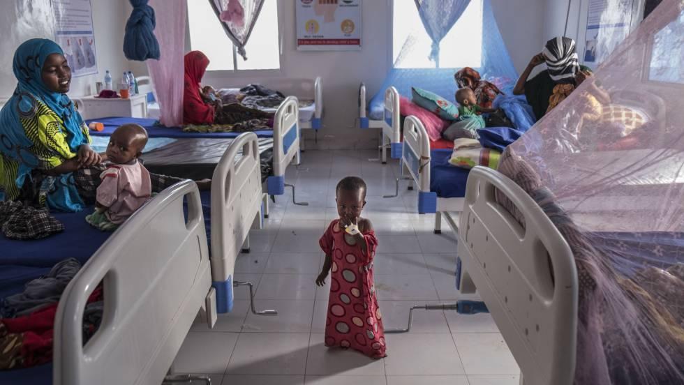 Mujeres y sus niños en un hospital