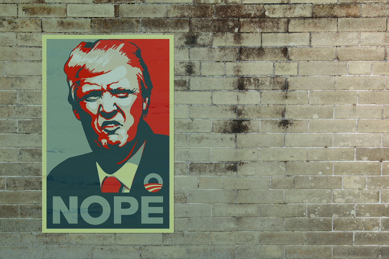 Un Cartel De Donald Trump Pegado En Una Pared