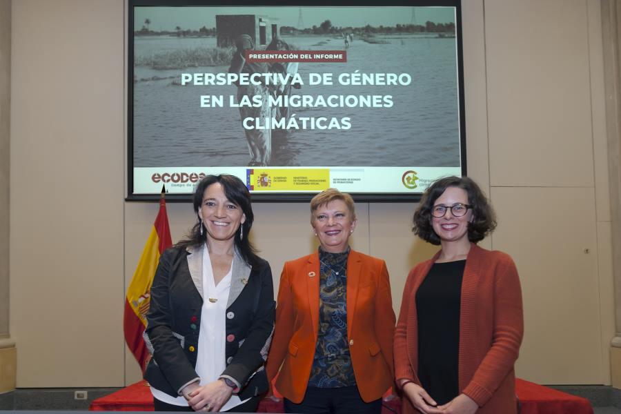 De izquierda a derecha Cristina Monge,Asesora Ejecutiva de Fundación Ecología y Desarrollo;Consuelo Rumí Ibáñez, Secretaria de Estado de Migraciones; yBeatriz Felipe,Investigadora del CEDAT yautora del estudio.